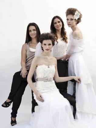 Livia Colucci com a irmã Alana ao lado de modelos com vestidos da loja: inspiração para o negócio veio da experiência em busca do próprio vestido