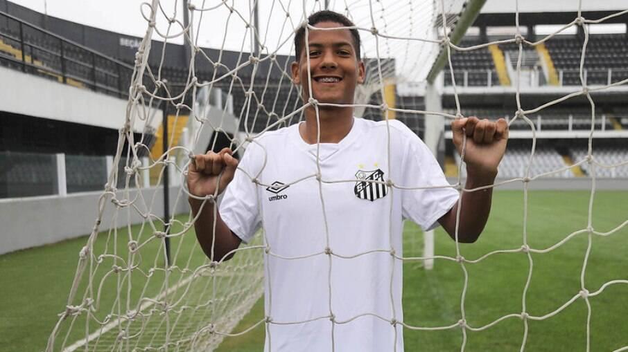 Ângelo é uma das novas joias da base do Santos