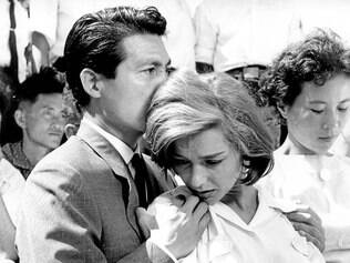 """Reflexão. Entre o material compilado, encontra-se a crítica de José Haroldo Pereira para """"Hiroshima, Mon Amour"""", considerada por muitos o melhor texto sobre o filme escrito no Brasil"""