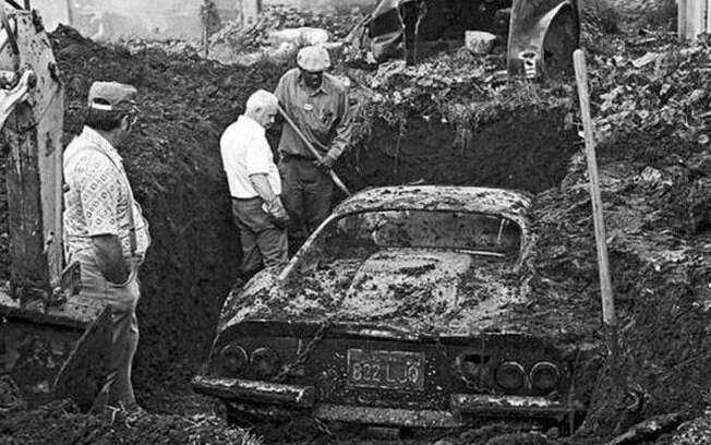 Essa Ferrari foi roubada e enterrada. Só vendo a foto para acreditar!