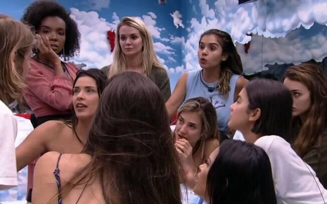 Daniel conversando com as meninas do
