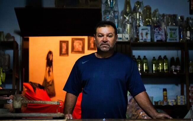 José Auri de Azevedo Alves, dono da mercearia da comunidade Barra e figurante no filme Bacurau