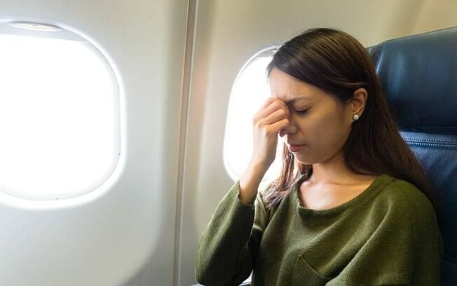 Por ter embarcado no avião sem o bebê, a mulher recebeu diversas críticas nos comentários do vídeo do Youtube