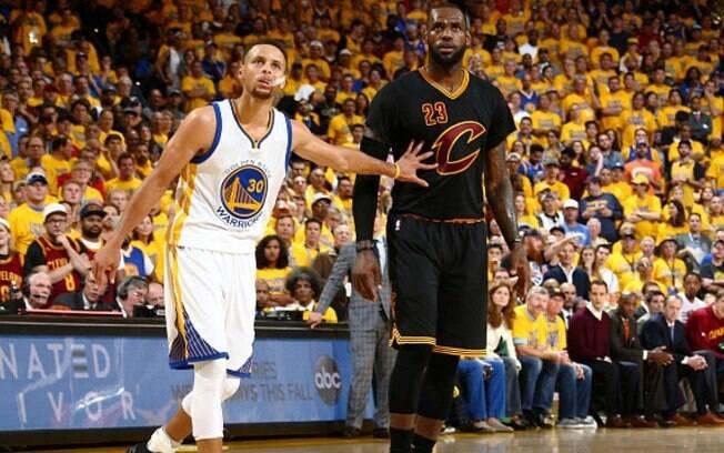 Stephen Curry e LeBron James lideram a lista tanto nos Estados Unidos quanto no Brasil de camisas mais vendidas