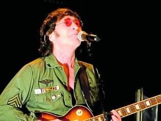 Gibson é considerado um dos melhores covers de Lennon do mundo