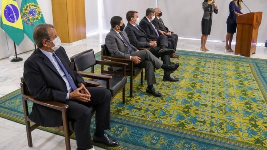 Condenado no mensalão comparece à cerimônia de posse da ministra Flávia Arruda