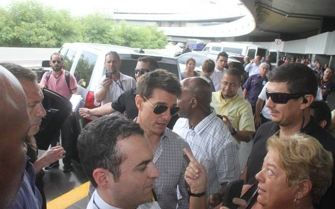Fãs recebem o ator no aeroporto