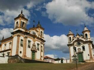 Em Mariana, as igrejas de São Francisco de Assis e de Nossa Senhora do Carmo ficam lado a lado
