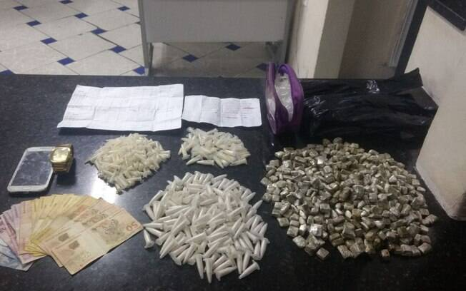 Em patrulhamento na zona leste de São Paulo nesta quarta, Policiais de ROTA apreenderam diversos tipos de drogas
