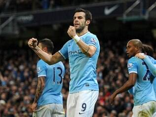 Negredo (destaque) marcou o gol da vitória dos Sky Blues
