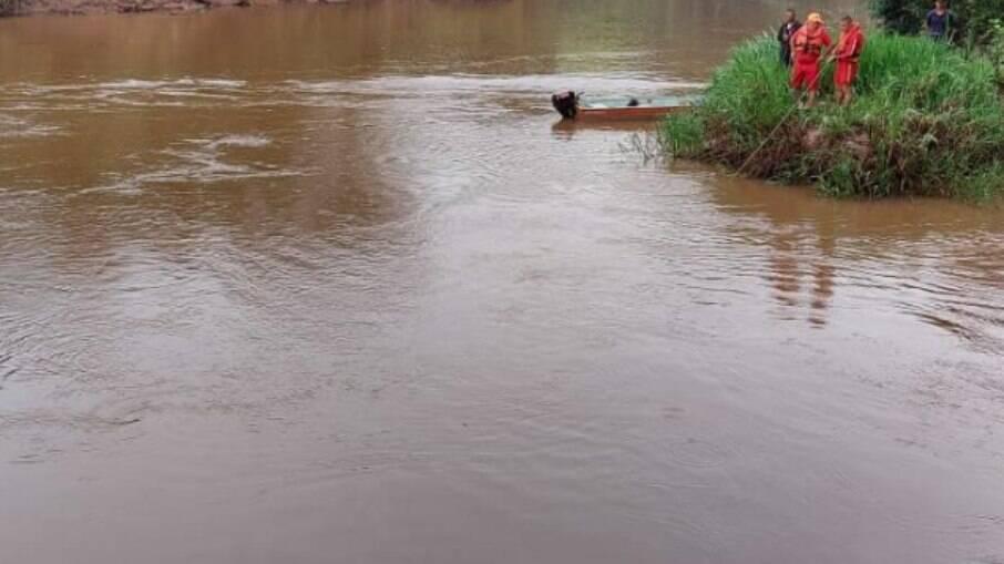 A criança pode ter sido jogada no rio pelo próprio pai