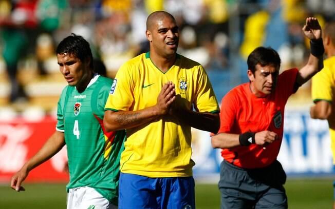 Adriano foi convocado pela seleção brasileira  até 2009 (foto), mas acabou fora da Copa de 2010