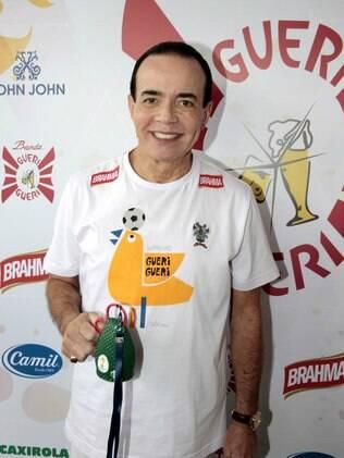 Chiquinho Scarpa também se divertiu no grito de carnaval