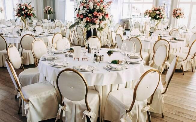 Enquanto alguns usuários elogiaram a ideia da noiva na recepção do casamento, outros fizeram diversas críticas