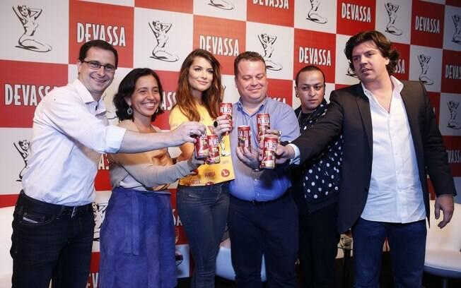Thiago Torelli, gerente da Devassa; Maria Inez Murad, diretora de marketing; Alinne Moraes, madrinha; Geovane de Borba, diretor comercial; e Augusto Neto, diretor da Mood