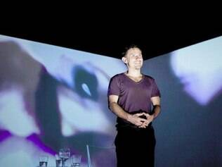 Para Enrique, cinematografia se relaciona com sua obra nos palcos