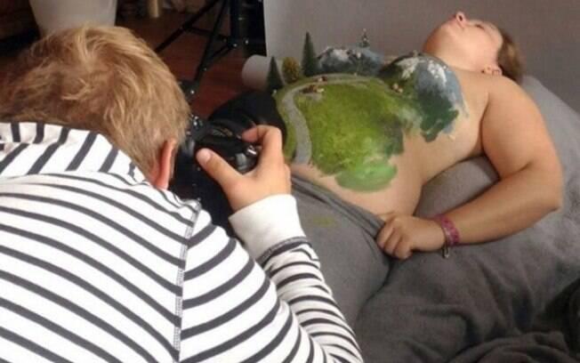 Para o ensaio fotográfico Simon usou produtos que não fazem mal para a pele