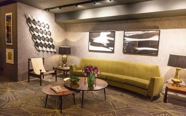 O Lounge Vintage foi planejado pelos arquitetos Antonio Ferreira Junior e Mario Celso Bernardes, que apostaram móveis das décadas de 1950 e 1960