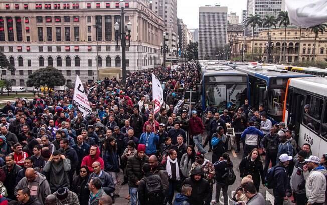 Manifestantes protestaram em frente à Prefeitura de São Paulo tanto na quinta quanto na sexta-feira
