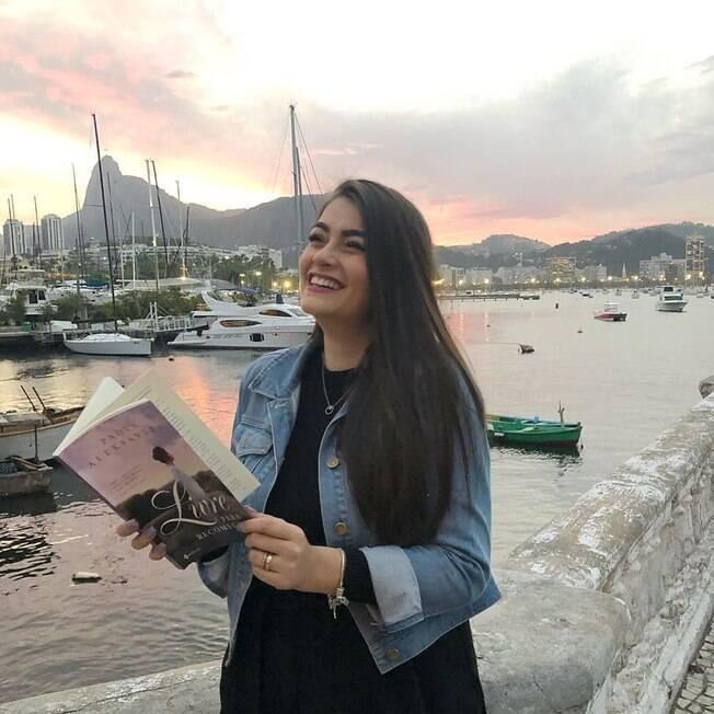 Paola Aleksandra sempre gostou do romance de época, antes mesmo de ser escritora