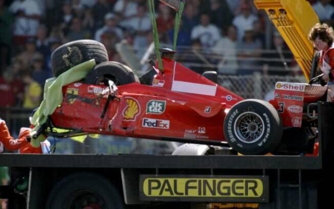 Carro de de Schumacher após acidente em 1999 que o afastou das pistas por três meses