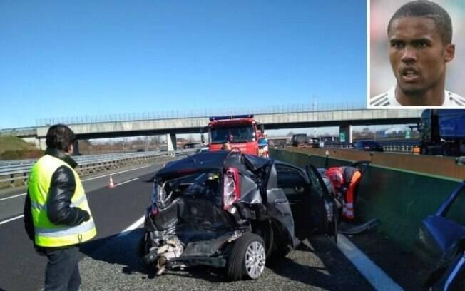 Douglas Costa se envolveu em acidente de trânsito na Itália, próximo a Turim