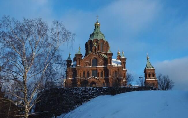 A Catedral de Uspesnki é deslumbrante e fica em Helsínquia, Finlândia