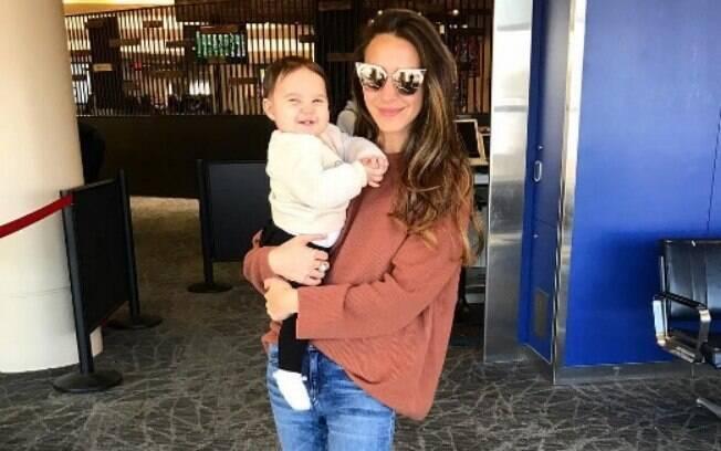 Blogueira de moda é tirada da primeira classe após a filha chorar no avião