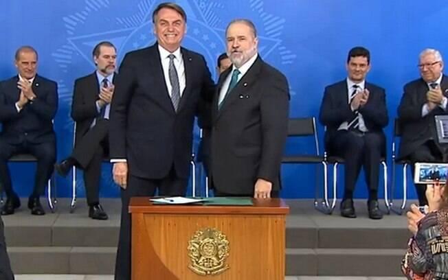 Presidente esteve ao lado do novo PGR na cerimônia desta quinta-feira