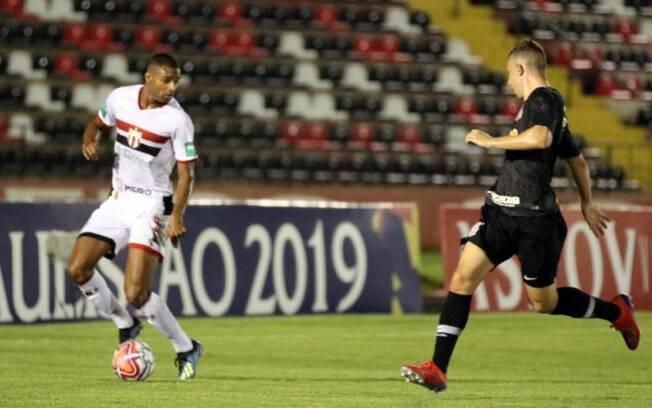 Jogando em Ribeirão Preto, Timão contou com gol de Boselli para vencer