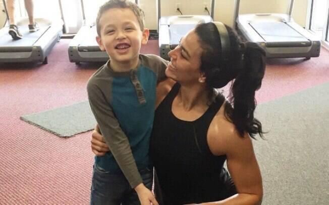 Erica e o filho. Ela diz que o pequeno é seu maior incentivador