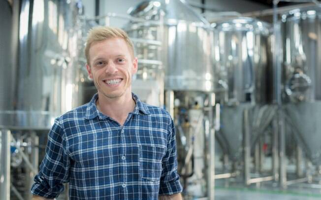 O interesse pela cerveja artesanal fez Eduardo Petry lançar a marca de cerveja artesanal Sunset Brew