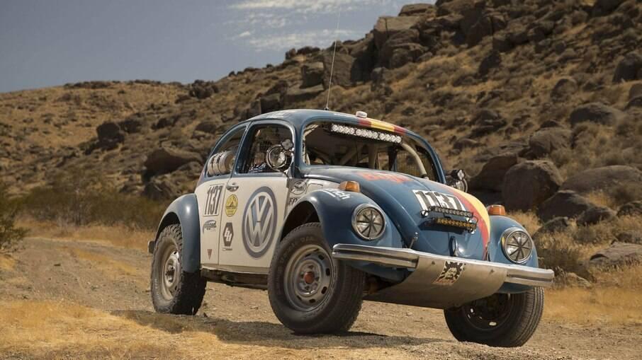 VW Fusca Baja foi preparado oficialmente pela fabricante para poder participar de provas em pisos irregulares de terra