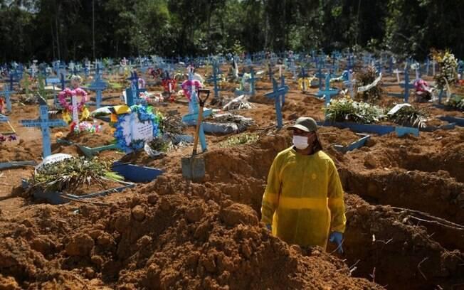Vacinas teriam salvo 95 mil vidas se governo Bolsonaro não tivesse ignorado ofertas, calcula pesquisador