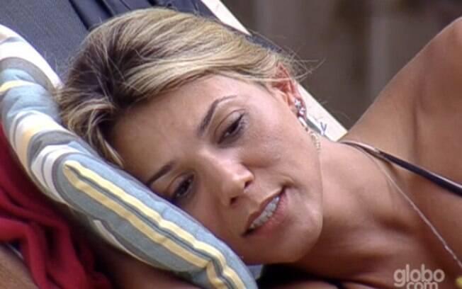 Fabiana defende que não está triste, tampouco esquisita