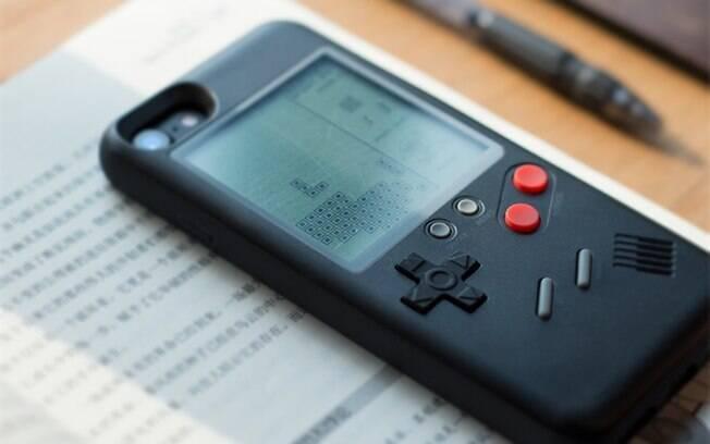 Com dez jogos clássicos, capa para iPhone mantém disponíveis as portas e a lente da câmera do celular