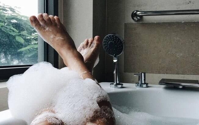 5 banhos para atrair dinheiro urgente