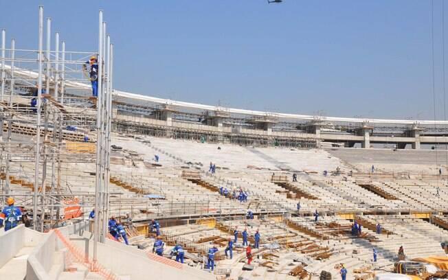 Vista geral do Maracanã em obras