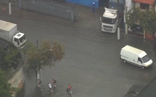 Chuva provocou alguns pontos de alagamentos em São Paulo
