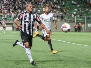 Patric assume lugar de Marcos Rocha em duelo com chilenos
