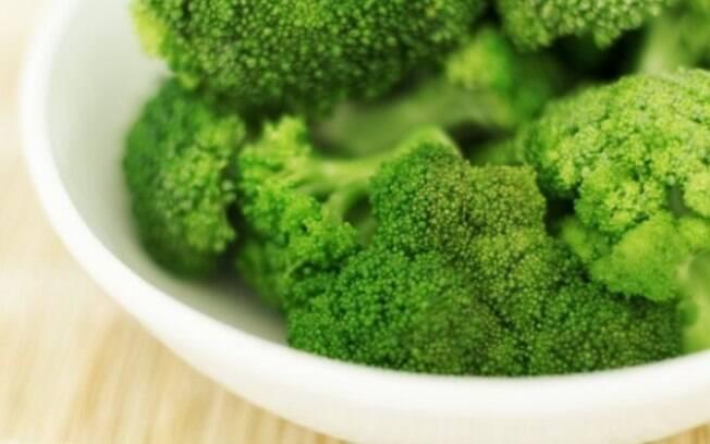 Brócolis, repolho e feijão desequilibram a flora intestinal, podendo causar gases que atrapalham o desempenho sexual
