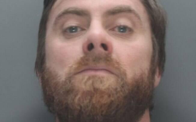 Mutch estava nu, embriagado e sob efeito de drogas quando apareceu na casa do vizinho e o deixou tetraplégico