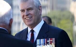 Abalado, Príncipe Andrew nega caso de abuso sexual