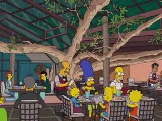 Família aparece jantando em restaurante na rua Haddock Lobo