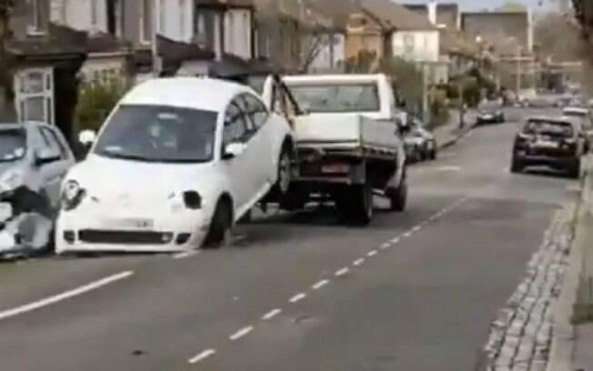 Durante ação, bandidos acabaram colidindo com outros seis veículos
