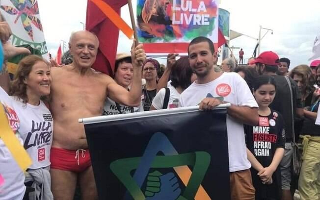 Suplicy estava a caminho da praia quando soube que manifestantes protestariam contra violência policial no Rio
