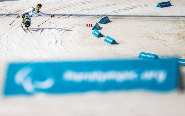 Cristian Ribera durante prova do esqui cross-country nos Jogos Paralímpicos de Inverno