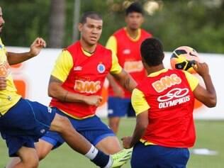 Além de Nilton (centro) e Bruno Rodrigo, Marcelo Oliveira poupará outros titulares no duelo com a Macaca