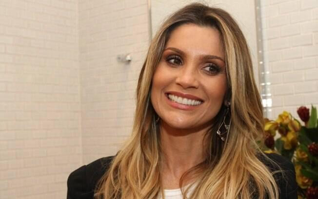Flávia Alessandra na inauguração da barbearia de Marcos Proença