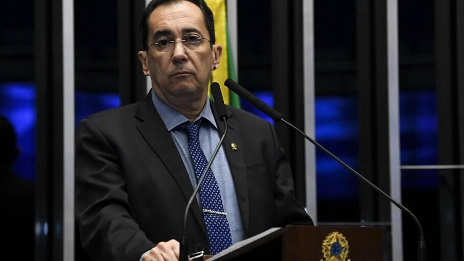 Bolsonaro disse que teria que 'sair na porrada' com Randolfe por conta de CPI
